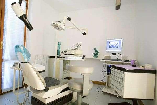 Postazione dentistica dello studio Bianchi di Vedano al Lambro
