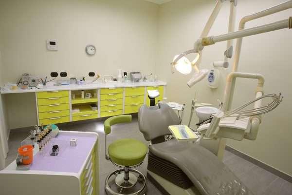 Prima sala dentistica studio Bianchi a Bareggia di Lissone.